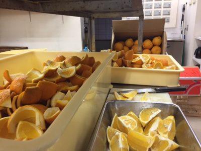 オレンジピールは甘夏や夏ミカンの皮で。果肉はマーマレードやコンポートに